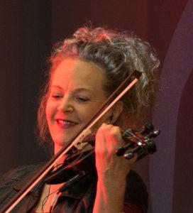 Petra-Manon hirzel ist geigenspieler bei den live bands von MANON MUSIC